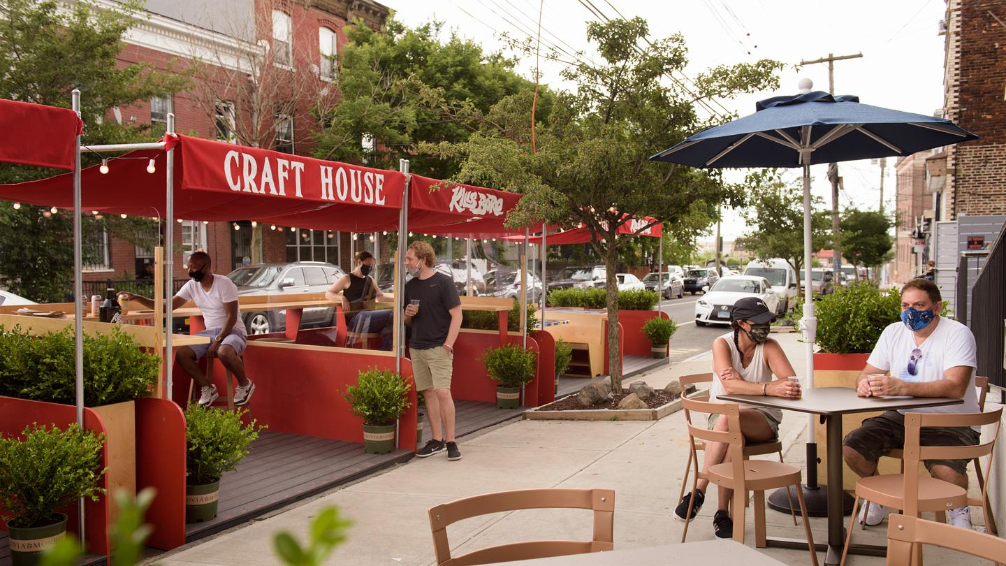 People dining outside of Craft House restaurant in Staten Island